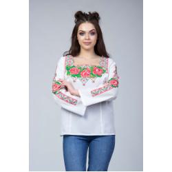 Вишита блуза з зелено червоною вишивкою та квітами