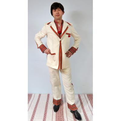 Чоловік вишитий костюм