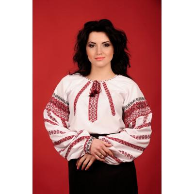 Жіноча блуза з національною вишивкою