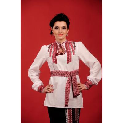 Стильна жіноча вишиванка білого кольору