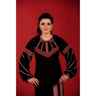 Жіноча вишиванка чорна