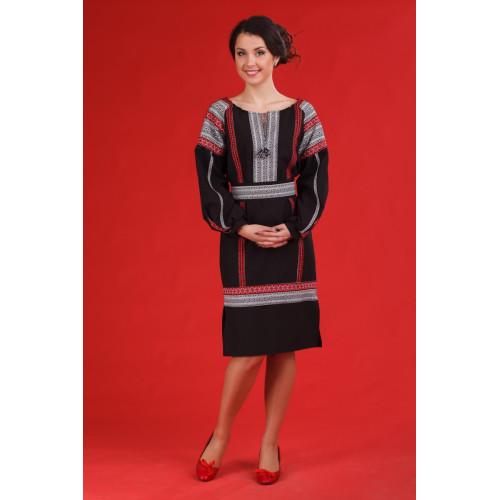 Черное женское платье с вышивкой