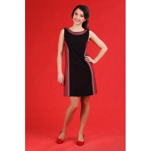 Чорне жіноче плаття в українському стилі