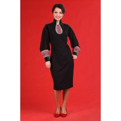 Жіноче плаття з вишивкою