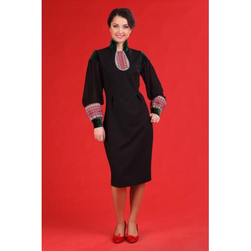 Чорне вишите плаття з довгим широким рукавом