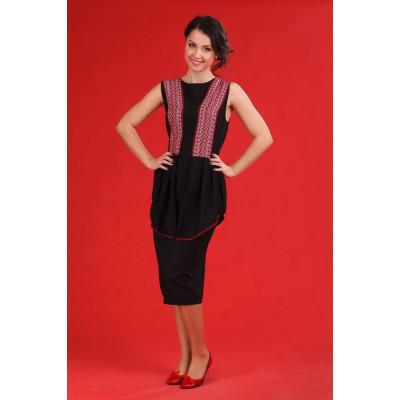 Чорне жіноче плаття з національним орнаментом