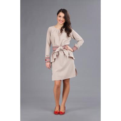 Стильне плаття з вишивкою на дівчину
