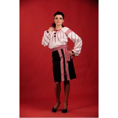 Жіночий вишитий костюм