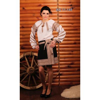 Стильний жіночий костюм з вишивкою