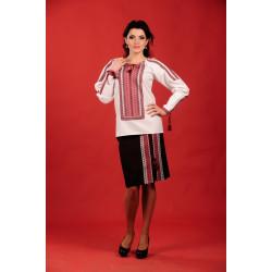 Стильний жіночий костюм з українською вишивкою