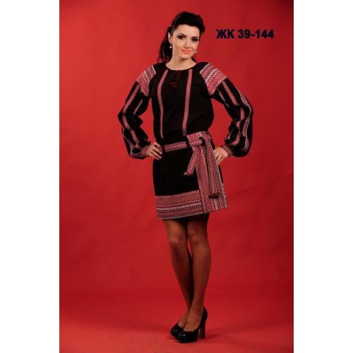Чорний жіночий костюм з національним орнаментом