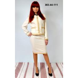 Модний жіночий костюм з вишивкою