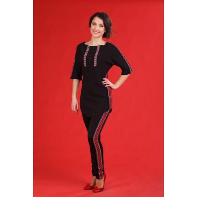 Чорний жіночий костюм з вишивкою по краях