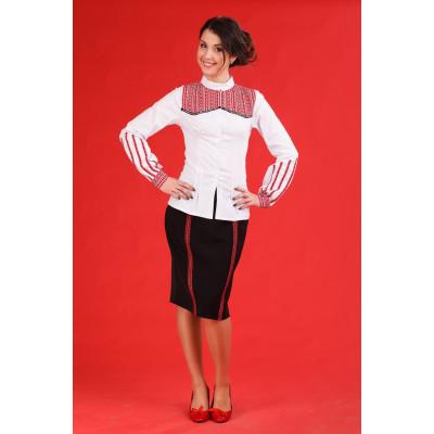Оригинальный женский костюм с аутентичной вышивкой