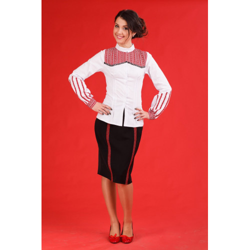 Оригінальний жіночий костюм з автентичною вишивкою
