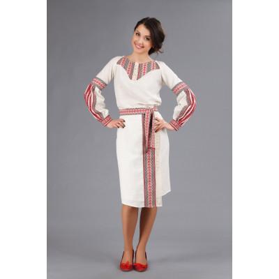 Жіночий костюм з українською вишивкою