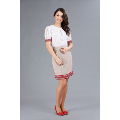 Костюм з українською вишивкою для дівчини