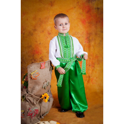 Детский вышитый костюм с зеленой вышивкой
