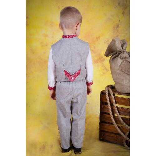 Детский вышитый костюм с красной вышивкой