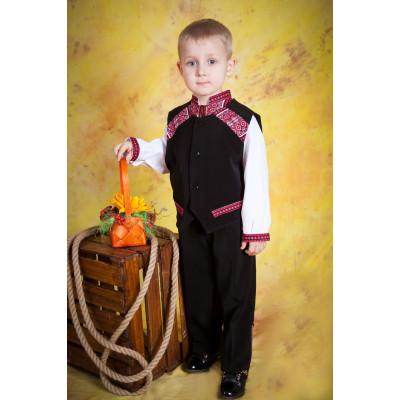 Вишитий костюм для хлопчика