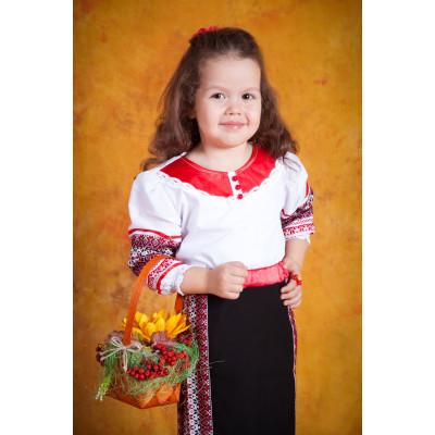 Вишитий український костюм для дівчинки