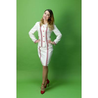 Оригінальний жіночий вишитий костюм