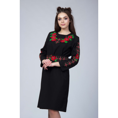 Чорна сукня з вишитими квітами