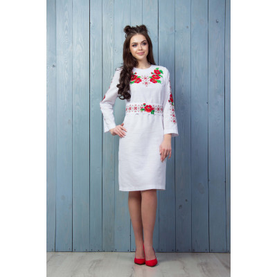 Біле плаття з флористичним візерунком