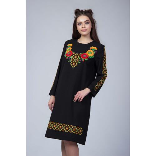 Чорна сукня з квітковою вишивкою